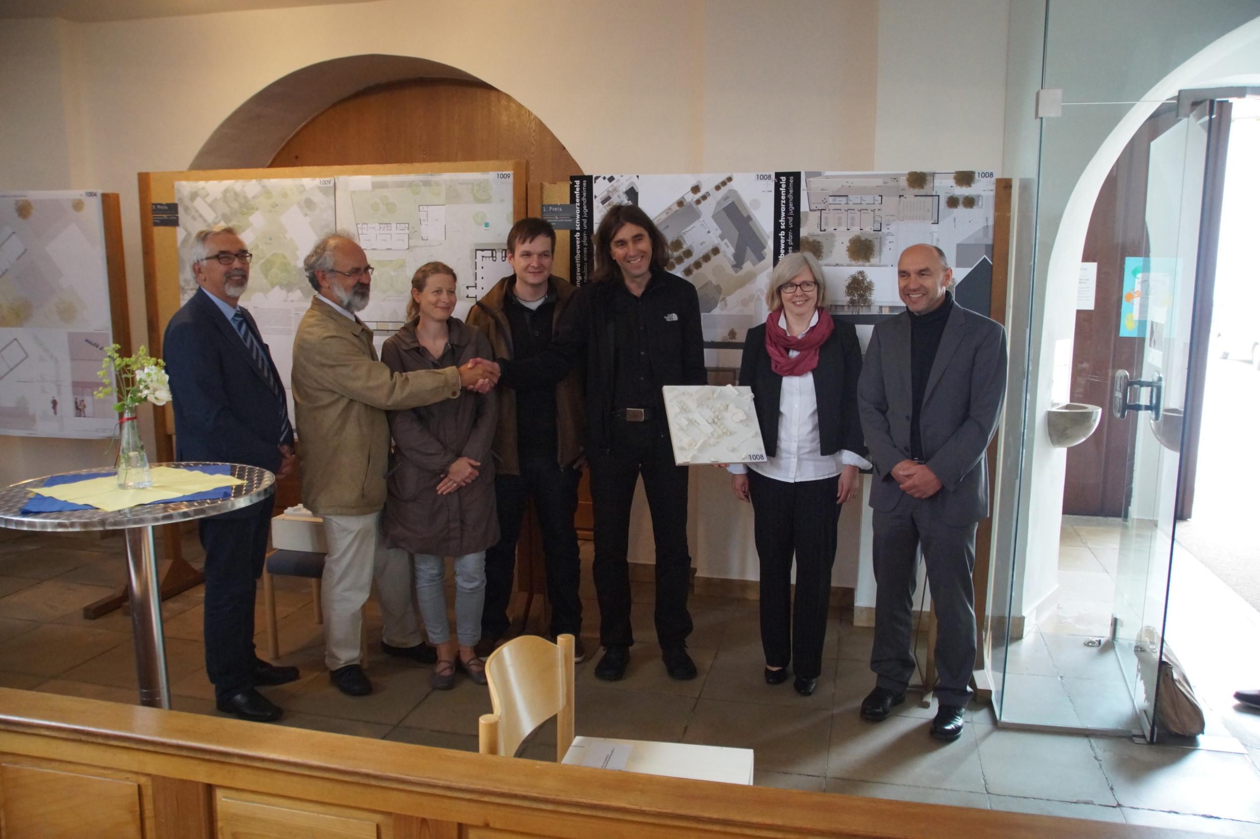 20160617-Pfarrheim Schwarzenfeld-1.Preis-Volker Schwab-Gratulation-DSC07874
