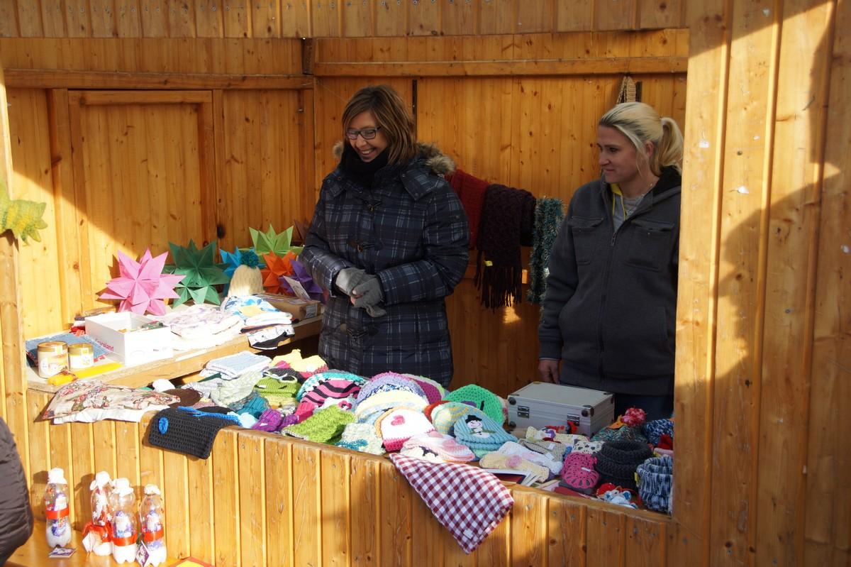 20161204-2-weihnachtsmarkt-fuer-krebiki-frau-jana-malina-dsc08337